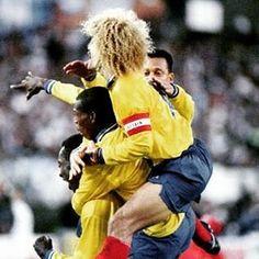 La mejor anécdota del 5 a 0 de Colombia a Argentina hoy hace 22 años: En el minuto 86 [Diego] Simeone [mediocampista de la selección argentina y actual entrenador del Atlético de Madrid] fue a disputar en el aire un balón dividido con El Tren y malintencionado descargó un codazo de roja directa. El delantero colombiano cayó con la boca ensangrentada. Le había roto el labio inferior y aun cuando [los jugadores] Luis Carlos Perea y Wilson Pérez fueron a apretar al árbitro [Ernesto Filippi]…