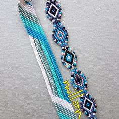 Fußkettchen Armband Tutorial - New Sites Bracelets Diy, Diy Friendship Bracelets Patterns, Thread Bracelets, Embroidery Bracelets, Summer Bracelets, Bracelet Crafts, Macrame Bracelets, String Bracelets, Homemade Bracelets
