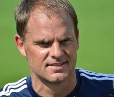 Clubs uit de Eredivisie hoeven niet meer bij Ajax aan te kloppen voor het huren van spelers. Volgens Frank de Boer spelen de talenten bij andere clubs te weinig.