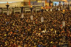 Here's What 100000 People Trapped In A Train Station Looks Like