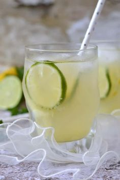 Citrusos-kókuszvizes frissítő Glass Of Milk, Cantaloupe, Fruit, Drinks, Food, Beverages, Essen, Drink, Beverage