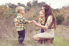 Be Inspired: Mom and Child photo sessions, just wish someone would be the photographer - Motherhood & Child Photos Family Picture Poses, Fall Family Photos, Family Posing, Family Portraits, Fall Photos, Mother Son Photography, Children Photography, Family Photography, Photography Ideas