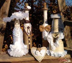 Menyasszony-vőlegény üvegek – BoldogZsák – Egy zsáknyi boldogság Sablonos szülőköszöntő ajándék helyett válassz valamit, ami igazán kreatív, egyedi, személyre szabott és örökre emlékezteti a szüleidet arra a napra, amikor a kislányukból feleség/a kisfiúkból férj lett.