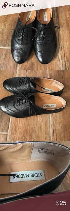 Steve Madden Black Lace Up Saddle Shoe Reposh• Steve Madden Saddle Shoe. Very cute, excellent condition. Can be dressed up or down with skinny jeans, Jogger slacks, or a short dress. RUNS SMALL. Size 7.5 but fits more like a 7. Steve Madden Shoes Flats & Loafers
