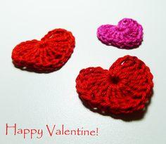 Happy Valentine!      Ich wünsche Euch mit diesen gehäkelten Herzen einen ganz tolle Valentinstag und viele romantische Stunden!        Hä...
