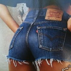"""Wonderful High Waisted Denim Outfit Ideas To Try - High waisted jeans definitely have their benefits. Yes low waist jeans are """"in"""" right now, but even the most well made ones have their faults. For ins. Levi High Waisted Shorts, Distressed High Waisted Shorts, Vintage High Waisted Shorts, Vintage Levi Shorts, Low Waist Jeans, Waisted Denim, Vintage Levis, Vintage Black, Vintage Style"""