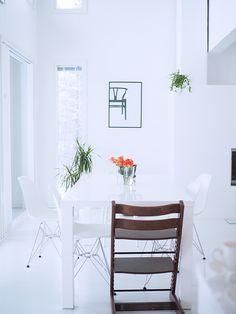 SisustusUnelmia: SUOMEN KAUNEIN KOTI Dining Bench, Kitchen, Furniture, Home Decor, Cooking, Decoration Home, Table Bench, Room Decor, Kitchens