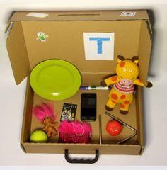 """Konkret-kuffert - sprogspiloppen.dk """"En konkretkuffert er et pædagogisk redskab, hvor børnene får mulighed for at lære ud fra flere sanser og dermed inddrages flere læringsstile. En auditiv tilgang (at lytte), en visuel tilgang (at se) og en taktil tilgang (at røre)."""""""