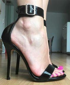high heels – High Heels Daily Heels, stilettos and women's Shoes Open Toe High Heels, Black High Heels, Black Sandals, Beautiful High Heels, Sexy Legs And Heels, Killer Heels, Women's Feet, Stiletto Heels, Stilettos