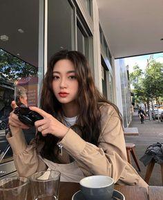 Korean Fashion – How to Dress up Korean Style – Designer Fashion Tips Korean Girl Cute, Korean Girl Short Hair, Korean Girl Ulzzang, Ulzzang Girl Fashion, Asian Girl, K Fashion, Korean Fashion, Fashion Hair, Fashion Ideas