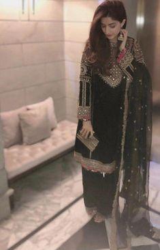 Fashion Tips fоr Girls Simple Pakistani Dresses, Pakistani Wedding Outfits, Pakistani Dress Design, Indian Dresses, Indian Outfits, Bridal Outfits, Party Wear Dresses, Casual Dresses, Fashion Dresses