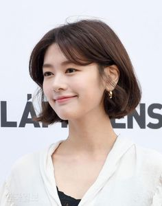 jung so min and lapiz - Bing images Short Hair Lengths, Short Hairstyles For Thick Hair, Short Hair With Bangs, Hairstyles With Bangs, Cool Hairstyles, Korean Hair Color, Korean Short Hair, Shot Hair Styles, Curly Hair Styles