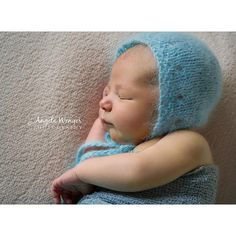 This is a beautiful free pattern, designed by Mary Gonzales of Mary's Knittin' Designs, included as part of a designer showcase on Melody's Makings' Blog.A simple, beautiful knit, this pattern is perfect for any newborn boy or girl.Please stop by and tell Mary thank you over on her Ravelry page.For more information, see: http://melodys-makings.com/bonnet-baby-free-knit-pat...