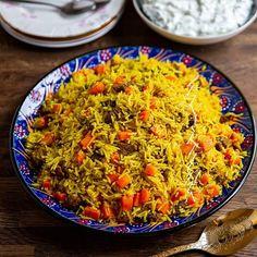 Världens bästa och finaste är ni❤ Från djupet av mitt hjärta tackar jag för all kärlek🙏🌹 TACK ❤❤❤ . Timman bil jizzar- Aromatiskt irakiskt morotsris. Ljuvlig rätt. Recept finns i länken i min profil➡️ @zeinaskitchen . Skrolla förbi veckans matsedel när du kommer in på bloggen så hittar du receptet. I inlägget har jag även länkat till recept på afghansk kabuli palaw. Zeina, Beef Wellington, Gordon Ramsay, Ratatouille, Paella, Tofu, Food And Drink, Rice, Vegetarian