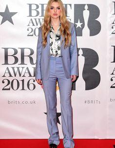 Anais Gallagher in a Paul & Joe suit @ Brit Award 2016 Purple Suits, Purple Dress, Kylie Minogue, Spice Girls, Event Dresses, Nice Dresses, Beckham, Rihanna, Anais Gallagher