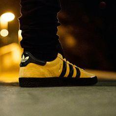 Reedición del modelo de los 80's, el #adidas #jamaica se mantiene fiel al clásico original. Encuentralo en nuestra tienda física o en la Shop on-line http://www.capsulesneakers.com/zapatillas/adidas/adidas-jamaica-57381.html