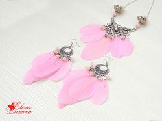 Купить Комплект украшений из нежно-розовых перьев - розовый, перья, перо, перо гуся
