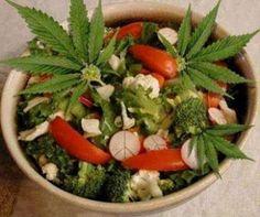Recetas Cannabicas: Ensalada con semillas de cañamo - http://growlandia.com/marihuana/recetas-cannabicas-ensalada-con-semillas-de-canamo/