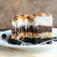 """Chocolate Oreo Peanut Butter Dream Dessert by Ingram Listen to the sound of this dessert. """"An Oreo crust with layers of chocolate pudding and peanut butter cream cheese topped with whipped cream and crushed Butterfingers"""" Chocolate Pudding Desserts, Peanut Butter Dessert Recipes, Chocolate Peanut Butter, Chocolate Oreo, Chocolate Lasagna, Nutter Butter, Homemade Chocolate, Dessert Dips, Dessert Parfait"""