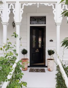 This little Devonport villa has the chicest interior style Exterior Colors, Exterior Paint, Exterior Design, Dusty House, Home Staging Companies, House Rooms, House Painting, Interior Styling, Interior Decorating