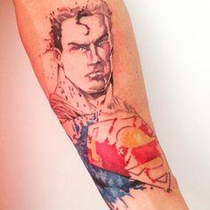 Conheça nosso post com uma seleção de 60 fotos de tatuagens do Superman para você se inspirar. Confira!