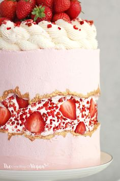 Strawberry Birthday Cake, Strawberry Sundae, Strawberry Cream Cakes, Raspberry Cake, Strawberries And Cream, Dried Strawberries, Sundae Bar, Food Cakes, Cupcake Cakes