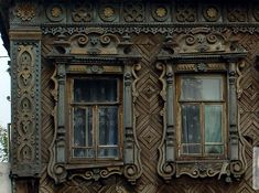 Traditional Russian windows. I especially love the pattern of the wood siding, behind the actual windows. It makes the look even more interesting! And I love the color combination - an old faded turquoise and the brown of the wood - really appealing!