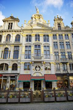 Magnificent facades of houses on Brussels' Grand'Place are reminiscent of the city's grandeur as the capital of the Burgundian Empire. Restaurant La Chaloupe D'or, traditional Belgian brasserie. #seemybrussels