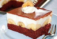 Banány a čokoláda, to je osvědčená a velice oblíbená kombinace. Především sladké řezy nabízejí efektnívariace, jež v profilu buchty vyniknou teprve po rozdělení do podoby úhledných kostek. Jednoduše zkombinujte světlý pikot s tmavým čokoládovým krémem, ale jde to i naopak. Vložka z podélně rozkrojených banánů je v obou případech stejná.