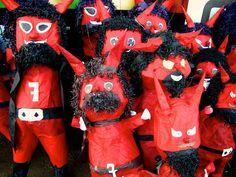 Devil piñatas para Quema del Diablo