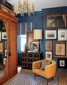 The mix. The colors. The gallery style wall. A Casually Chic Apartment in Kansas City source: http://www.architecturaldigest.com