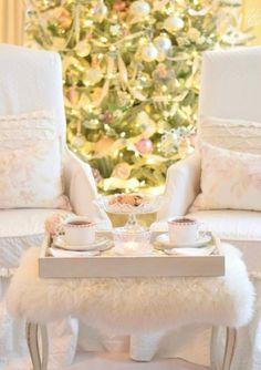 Enchanting romantic French country Christmas tree and pastel holiday white Christmas inspiration from @larosecottage. #frenchcountrychristmas #whitechristmas #holidaydecor