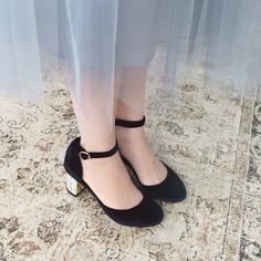 I'm not a heels girl..but these are absolutely perfect. Need to find some like these for those rare occasions where Id like to wear heels.