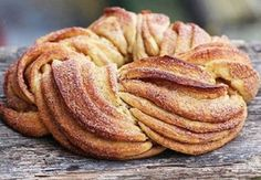 Estonian braided cinnamon bread called a kringel. Bunny Bread, Spinach Pie, Cinnamon Bread, Cinnamon Twists, Cinnamon Rolls, Cinnamon Sticks, English Food, Food 52, Sweet Bread