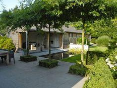 voorbeeld dakbomen ter camouflage garage buren – Kasia R. Garden Buildings, Garden Architecture, Amazing Architecture, Back Gardens, Outdoor Gardens, Amazing Gardens, Beautiful Gardens, Outdoor Rooms, Dream Garden