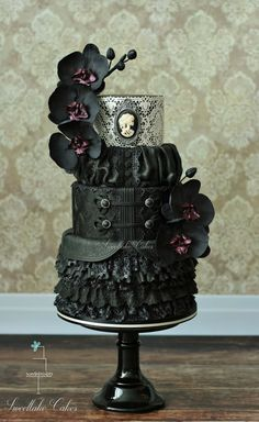 Black victorian gothic cake / Penny Dreadful cake