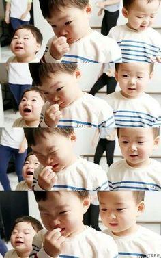Daehan minguk manse Cute Kids, Cute Babies, Baby Kids, Triplet Babies, Superman Kids, Man Se, Song Triplets, Song Daehan, Baby Songs