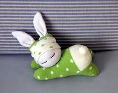 Sleeping sock bunny in green dotted cloth Easter bunny Waldorf inspired rabbit Stuffed toy animal Baby gift Nursery decoration - tutorial Baby Bunnies, Easter Bunny, Bunny Rabbits, Easter Crafts, Crafts For Kids, Easter Gift, Sleeping Bunny, Sock Bunny, Bunny Plush