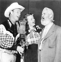 Roy Rogers,Dale Evans,and Gabby Hayes doing a radio show. I wonder which series this is from? It's not their last one because Pat Brady was the side kick in the cast - not Gabby. Dale Evans, Radios, Old Time Radio, Thing 1, Tv Westerns, The Lone Ranger, Classic Tv, Classic Movies, Roy Rogers