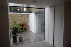 A frameless structural glass stepped edge glass section by IQ Glass