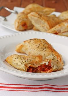 These flaky, buttery puff pastry pizza pockets are stuffed with hot, gooey cheese, spicy pepperoni, fresh mushrooms and pizza sauce for just 130 calories! Each pizza pockets is just 5 Weight Watchers SmartPoints. www.emilybites.com