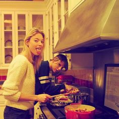 Taylor Nation Online  | Taylor Swift cooking appretiation post .