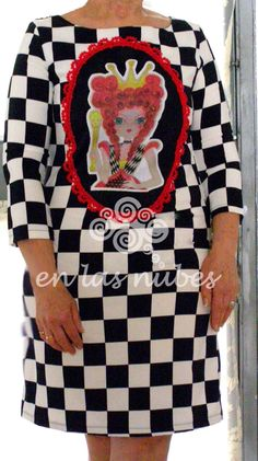 EN LAS NUBES: Vestido ilustrado   Reina de Corazones