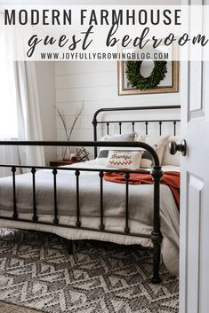 Modern Farmhouse Guest Bedroom - See how to easily blend the farmhouse look with modern finishes. Get all the modern farmhouse bedroom decor resources in the post! So many awesome farmhouse bedroom ideas. Farmhouse Style Bedrooms, Farmhouse Bedroom Decor, Modern Farmhouse Style, Rustic Style, Modern Rustic, Rustic Farmhouse, Rustic Decor, Farmhouse Design, Modern Decor