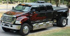 I love these custom F650. I could haul a lot of horses with this rig!