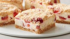 Shortcake Cookie Bars Celebrate summer with a chilled version of the classic layered dessert.Celebrate summer with a chilled version of the classic layered dessert. Dessert Oreo, Dessert Bars, Dessert Recipes, Cheese Dessert, Cheese Cakes, Bar Recipes, Cupcake Recipes, Delicious Desserts, Strawberry Shortcake Cookies