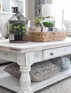 shabby chic coffee table and end tables Collection-It s no secret that Joanna Gaines has the . - shabby chic coffee table and end tables – Furniture has converted into a vital part of humankind - Shabby Chic Salon, Shabby Chic Design, Shabby Chic Living Room, Shabby Chic Kitchen, Shabby Chic Homes, Shabby Chic Furniture, Antique Furniture, Country Furniture, Coffee Table With Baskets