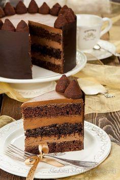 Tort czekoladowo – truflowy | Śladami Słodkiej Babeczki Polish Desserts, Polish Recipes, Holiday Desserts, Holiday Recipes, Sweet Recipes, Cake Recipes, Homemade Pastries, Different Cakes, Cake Cookies