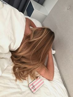 Image about hair in cheveux by myouc on We Heart It Balayage Hair, Ombre Hair, Hair Inspo, Hair Inspiration, Hair Dos, Gorgeous Hair, Pretty Hairstyles, Side Ponytail Hairstyles, Blonde Hairstyles