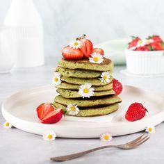 Wenn ich einen Stapel Pancakes sehe, hüpft mein Herz.💖 Geht euch das auch so? Diese Variante mit Machta mag ich besonders gerne.💚⠀⠀⠀⠀⠀⠀⠀⠀⠀ ⠀⠀⠀⠀⠀⠀⠀⠀⠀ Das Rezept findet ihr auf dem Zimtblume-Blog. Einfach MATCHA PANCAKES in die Suche eingeben. 🙋🏼♀️⠀⠀⠀⠀⠀⠀⠀⠀⠀⠀⠀⠀⠀⠀⠀ .⠀⠀⠀⠀⠀⠀⠀⠀⠀ #pancakes #matchapancakes #matcha #zimtblume #matchatee #frühstücksidee #breakfast #frühstück #backen #breakfast #pfannkuchen #superfoodmatcha #pancakesforbreakfast Matcha, Breakfast Pancakes, Superfoods, Smoothie, German, Dinner, Blog, Breakfast Bake, Kochen